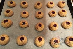 Křehké mandlové kuličky s marmeládou - vánoční recept, který je u nás tradicí již 50 let., krok 8