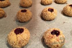 Křehké mandlové kuličky s marmeládou - vánoční recept, který je u nás tradicí již 50 let., krok 9