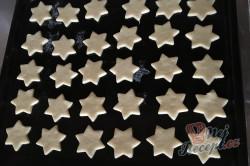 Příprava receptu Citrónové hvězdičky ze zakysané smetany, krok 5