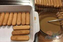 Příprava receptu Nepečený pamlsek ze zakysané smetany a Salka, hotový za 15 minut., krok 10