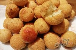 Příprava receptu Sýrové kuličky jako příloha, která nahradí i obyčejné hranolky, krok 9