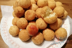 Příprava receptu Sýrové kuličky jako příloha, která nahradí i obyčejné hranolky, krok 8