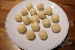 Příprava receptu Sýrové kuličky jako příloha, která nahradí i obyčejné hranolky, krok 4