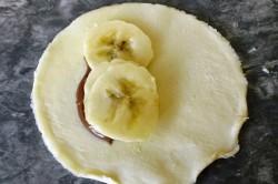 Příprava receptu Francouzské pirožky s nutelou a banánem, krok 1