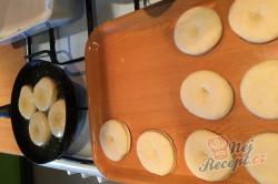 Příprava receptu Fantastické máslové koblihy s domácí marmeládou, krok 2