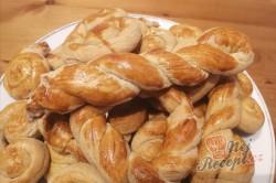 Příprava receptu Velikonoční jidáše – tradiční dobrota z kynutého těsta, krok 1
