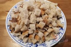 Příprava receptu Falešná nádivka ze staršího chleba, krok 1