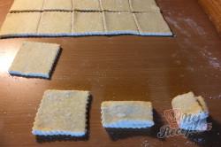 Příprava receptu Křehoučké koláčky z tvarohu na celý týden. Pouze 3 suroviny a sladká pochoutka je na světě., krok 6