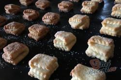 Příprava receptu Křehoučké koláčky z tvarohu na celý týden. Pouze 3 suroviny a sladká pochoutka je na světě., krok 8