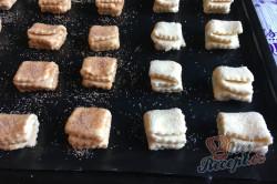 Příprava receptu Křehoučké koláčky z tvarohu na celý týden. Pouze 3 suroviny a sladká pochoutka je na světě., krok 7