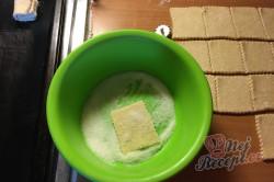Příprava receptu Křehoučké koláčky z tvarohu na celý týden. Pouze 3 suroviny a sladká pochoutka je na světě., krok 5