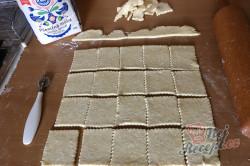 Příprava receptu Křehoučké koláčky z tvarohu na celý týden. Pouze 3 suroviny a sladká pochoutka je na světě., krok 4