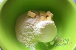 Příprava receptu Křehoučké koláčky z tvarohu na celý týden. Pouze 3 suroviny a sladká pochoutka je na světě., krok 2