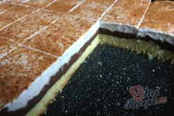 Příprava receptu Skvělý pudinkáčik s polevou ze zakysané smetany, krok 12