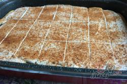 Příprava receptu Skvělý pudinkáčik s polevou ze zakysané smetany, krok 10