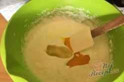 Příprava receptu Skvělý pudinkáčik s polevou ze zakysané smetany, krok 3
