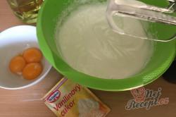 Příprava receptu Skvělý pudinkáčik s polevou ze zakysané smetany, krok 2