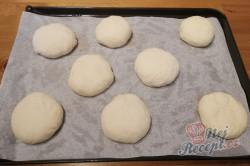 Příprava receptu Jen mouka, voda, sůl a droždí a máte hotové měkoučké domácí housky., krok 3