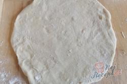 Příprava receptu Langoše bez vajíčka. Těsto měkké jako pavučinka a v lednici vydrží i celý týden., krok 3