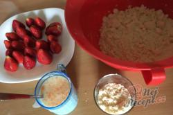Příprava receptu Hrníčková rychlovka s jahodami, krok 3