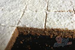 Příprava receptu Hrnkový špaldový koláček s mrkví a jogurtovou polevou, krok 12