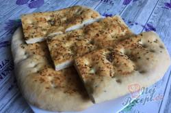 Příprava receptu Česnekový osúch, který připravíte za 20 minut a máte doma chutné domácí pečivo, krok 11