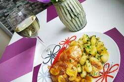 Recept Máslová kuřecí prsa na žampionech a bílém víne