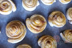 Příprava receptu Vynikající medově oříškové kynuté úlky, krok 2