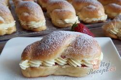 Příprava receptu Dokonalé pudinkáče s vanilkovým krémem a jahodami, krok 4