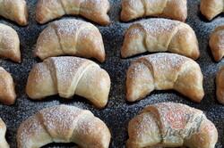Příprava receptu Šlehačkové rohlíčky s ořechovou náplní, krok 3