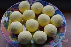 Příprava receptu Řezy s kokosovými kuličkami a šlehačkou, krok 2
