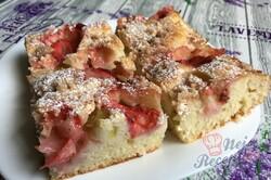 Příprava receptu Šťavnatý rebarborový jahodový koláček s tvarohem, krok 9