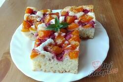 Příprava receptu Osvěžující koláček s meruňkami a rybízem, krok 2