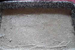 Příprava receptu Makové kostky s tvarohovým krémem a jahodami, krok 2