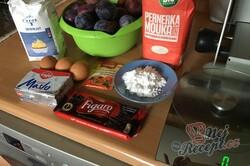 Příprava receptu Fantastický švestkový koláč z celozrnné mouky se strouhanou čokoládou, krok 1