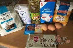 Příprava receptu Velmi chutná a šťavnatá kokosová raffaello bábovka z hrnečku, krok 1