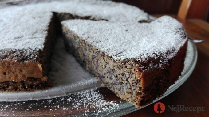 Recept Makový koláč s jablky. Jeho příprava vám zabere opravdu jen 2 minuty.