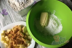 Příprava receptu Fantastické jablečné buchtičky, které zmizí z talíře za jednu minutu., krok 2