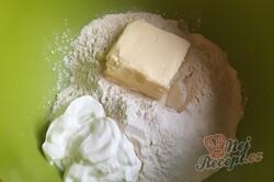 Příprava receptu Rohlíčky ze zakysané smetany plněné makovo povidlovou náplní, krok 2