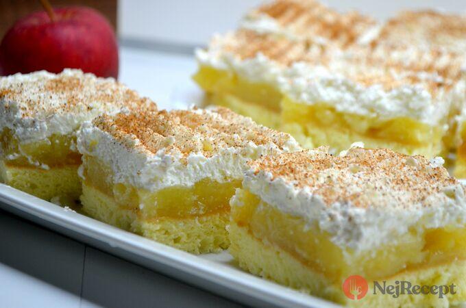 Recept Luxus na talířku - Jablečné řezy s tvarohovou šlehačkou