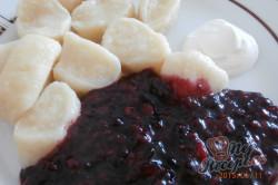 Příprava receptu Jogurtové knedlíky s ovocnou omáčkou, krok 3