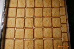 Příprava receptu Řezy s pudinkem a s bébé sušenkama, krok 4