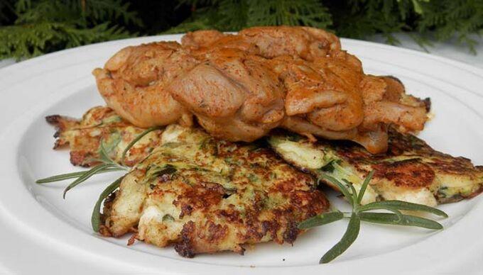 Recept Vykostěné kuřecí stehno s cuketovými placičkami s fetou