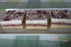 Příprava receptu Vynikající čokoládovo-vanilkové řezy z bebe sušenek, krok 10