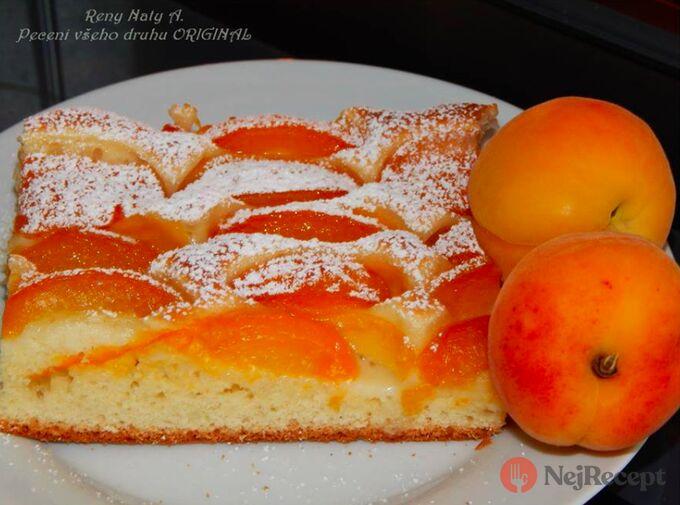 Recept Kynutý meruňkový koláč posypaný cukrem