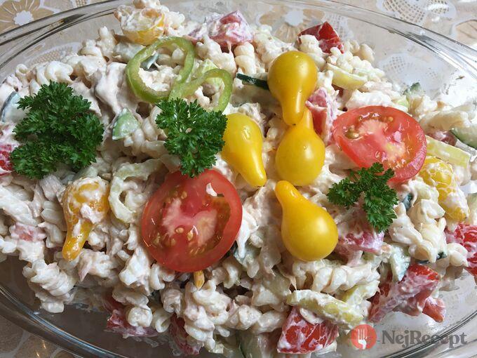 Recept Těstovinový salát s tuňákem a zakysanou smetanou
