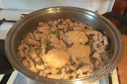 Příprava receptu Košovská pochoutka podávaná s chlebem, krok 7