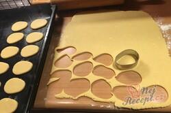 Příprava receptu Vánoční jemné oválky slepované marmeládou, krok 3