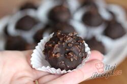 Příprava receptu Nejlepší nepečené Margot kuličky zalité v čokoládě s oříšky, krok 2