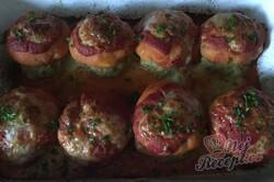 Příprava receptu Masové bomby se zelím zapečené s bramborovou kaší a strouhaným sýrem, krok 12